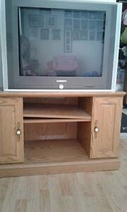 "Selling for family 32"" Samsung TV with remote & Corner Stand"