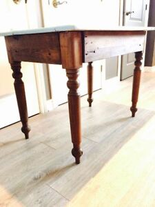 TABLE ANTIQUE EN PIN (PETITE)