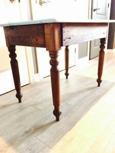 TABLE ANTIQUE PETITE EN PIN