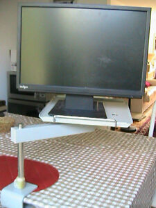 Very strong solid rotating metal table, for screen. Phone or any West Island Greater Montréal image 5