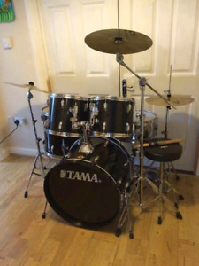Drum batterie tama tout inclut avec 3 cymbales pedales stand
