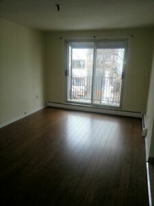 LARGE 1 BEDROOM APT DARTMOUTH WATERFRONT NOW OR APRIL 1ST