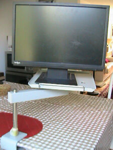 Very strong solid rotating metal table, for screen. Phone West Island Greater Montréal image 1
