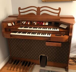 Baldwin organ with bench - perfect condition