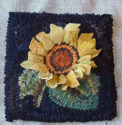 """PRODDY SUNFLOWER"" ~RUG IN A DAY LINEN PATTERN~PRIMITIVE RUG HOOKING"