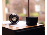 Canon 85 1.8 USM EF lens boxed with hood
