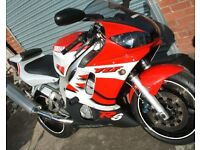 Yamaha YZF 600 R6 2000 Model Red/White Excellent Condition Only 17,000 Miles