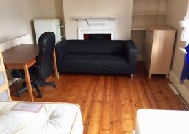 Perfect twin room for two friends Near Elephant Castle On Old Kent Road cleaner terrace two bathroom