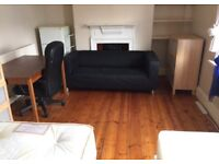 Perfect room for two friends Near Elephant Castle On Old Kent Road cleaner two bathrooms