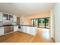 4 bedroom flat in Harley Road, Primrose Hill, London NW3