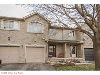 Stunning Townhouse In Ancaster