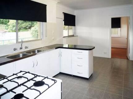 BIG HOUSE - GREAT LOCATION- KENSINGTON- AIRCON