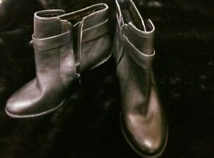 Arturo Chiang Black Leather Booties