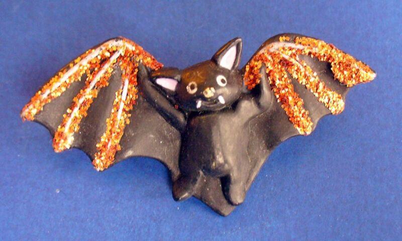 Fun World PIN Halloween Vintage BAT VAMPIRE GOLD Glitter Holiday Brooch