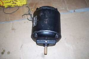 1/2 HORSE ELECTRIC MOTOR 110 OR 220 INDUSTRIAL WITH OILER London Ontario image 2