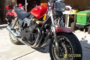 PARTING OUT A 1986-1990 YAMAHA RADIAN 600 Windsor Region Ontario image 3
