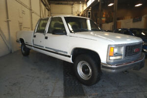 1998 GMC SIERRA 3500 CREW CAB LONG BOX WITH ONLY 63,000KMS!!