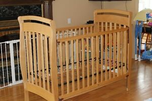 Crib w/ Changing Table & Play pen