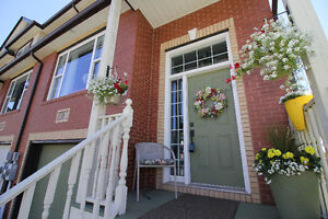 Beautiful and Stunning Dartmouth Townhouse - Russell Lake
