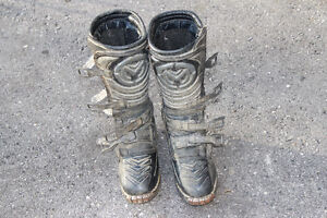 size 6 dirtbike boots London Ontario image 5