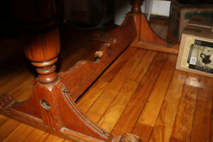Quebecois Antique oak dining room table and 4 chairs West Island Greater Montréal image 4