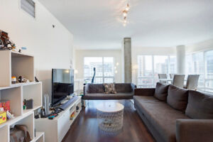 LUXURY 1 BEDROOM CORNER UNIT, FIRST MONTH FREE!! VALUE OF $1,900