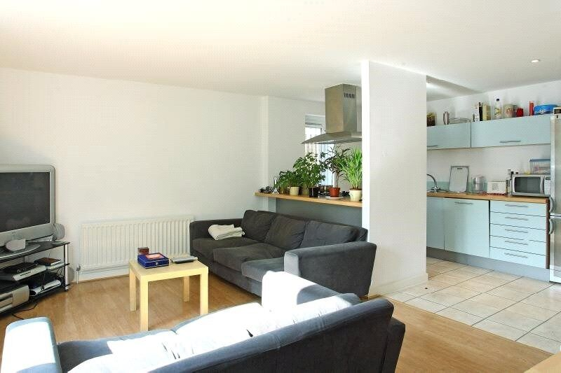 ***GORGEOUS 1 BEDROOM APARTMENT IN BOW E3 - AVAILABLE 12TH JAN - ONLY £300 PER WEEK***