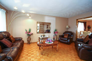 SPACIOUS BACKSPLIT IN EAST GALT - PERFECT MOVE UP HOME Cambridge Kitchener Area image 4