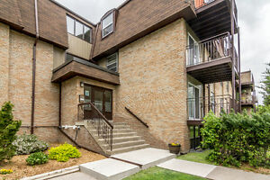 4 Applewood Drive & 414 Dundas Street OPEN HOUSE SUNDAY DEC 11TH