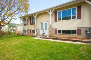 Open House Sun May 29 - 3 Bedroom Hi Ranch in beautiful Almonte