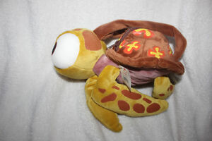 BNWT ~ Giftable.  ʺSquirtʺ little turtle from Finding Nemo purse