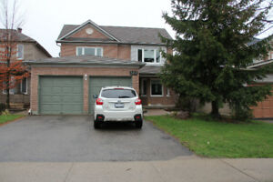 Gorgeous Aurora Grove Detached House for Lease