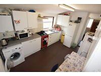 5 bedroom flat in Sibley Grove, Manor Park, E12