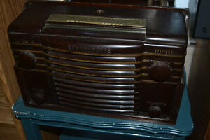 1946 Westinghouse H-122-A Radio / Phonograph Combo