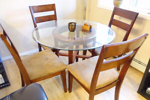 Round buy or sell dining table sets in edmonton area for Dining room tables kijiji edmonton