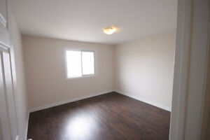 RENOVATED 3 BDRM. TOWNHOUSE - FENCED YARD - FINISHED REC ROOM Cambridge Kitchener Area image 5