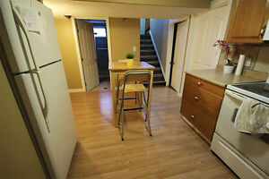 Shared / Furnished Suite - ALL UTILITIES INCL. NEAR UofA / LRT Edmonton Edmonton Area image 5