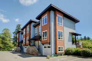 Beautiful and Bright 3 Bed/2 Bathroom End Unit Townhome