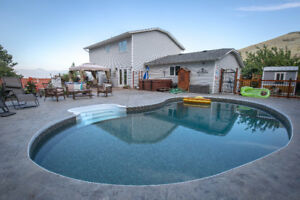 Gorgeous Family Home W/Pool, Hot Tub, Lake View and SO much more