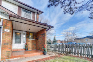 4 BED CORNER TOWN HOME FOR SALE IN MISSISSAUGA-  $468000