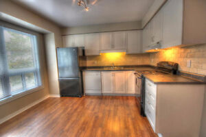 FANSHAWE COLLEGE STUDENTS...LARGE TOWNHOUSE