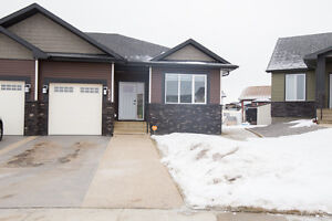 Beautiful Move In Ready Home,Close to Golf Course!