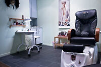 Fully equipped manicure & pedicure station