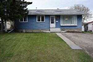 BEAUTIFUL RENOVATED 1081 SQ.FT HOME BACKING ONTO PARK!