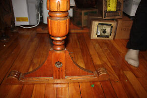 Quebecois Antique oak dining room table and 4 chairs West Island Greater Montréal image 3