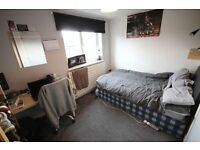 CENTRAL LINE ** DOUBLE / TWIN ROOM next to Bethnal Green Station in Friendly Flat! All Included
