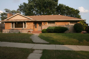 Large bungalow for rent in a great location