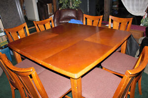 Dining Room Table & 8 Chairs