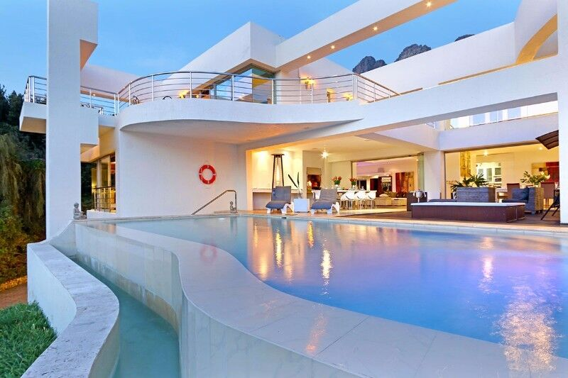 Camps Bay Holiday Villa & Spa to rent with Butler Gym, Heated Pool Winter Special