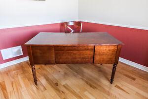 Bureau avec chaise en bois